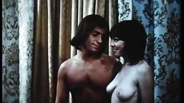 Slutty सारा सेक्सी पिक्चर फुल हड मूवी एक पुराने अजनबी के साथ रखी गई है