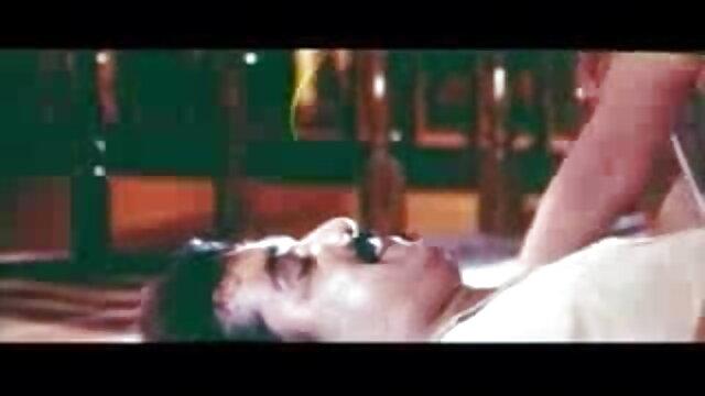 एक फूहड़ की कहानी मूवी पिक्चर सेक्सी वीडियो