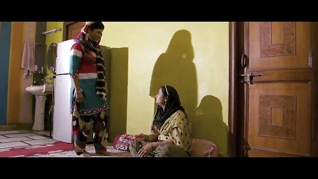 लुसी ली और लुसी गुजराती सेक्सी पिक्चर मूवी एवरेस्ट एक व्यक्ति का आनंद ले रहे दो आकर्षक हैं