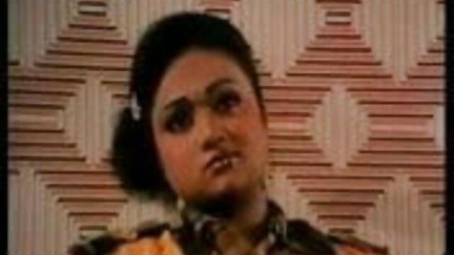 अच्छी लड़की सह BVR करने के लिए उसके भाई की मदद सेक्सी मूवी हिंदी पिक्चर नहीं कर रहा