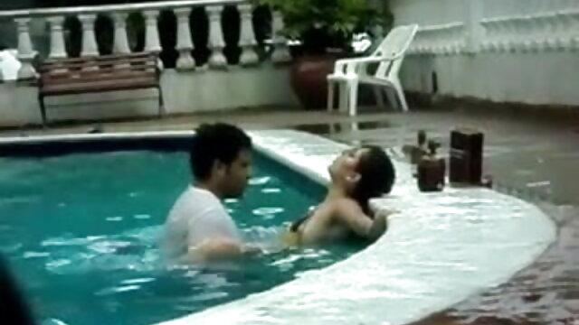 एक त्रिगुट फुल एचडी सेक्स फिल्म में विवियन