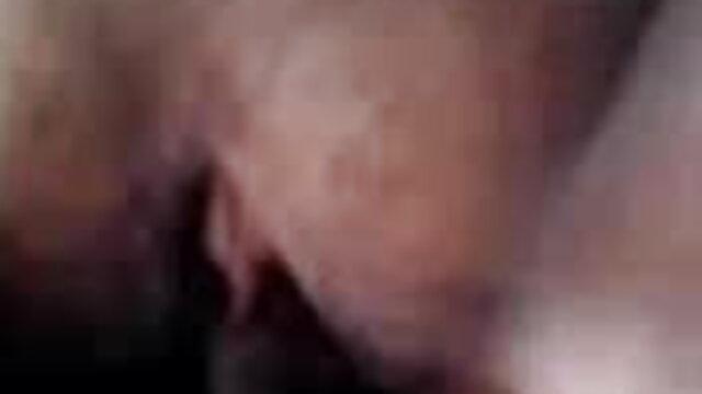 टेस लिंडन अपने शरीर और हिंदी पिक्चर सेक्सी मूवी बिल्ली पर लोशन रगड़ता है