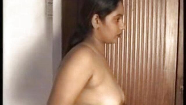 उसके तंग छेद के बीएफ सेक्सी पिक्चर फुल मूवी लिए लंबे बड़े काले डिल्डो