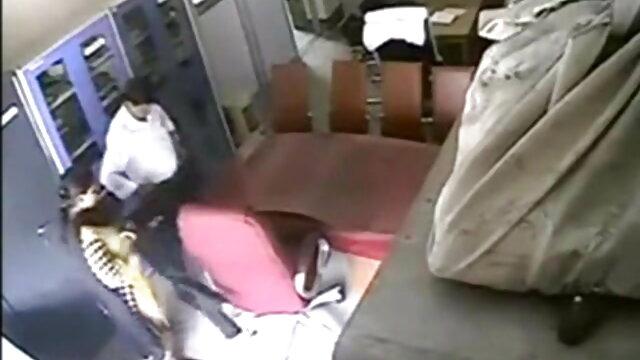 जापानी नौकरानी घर में मेहमान सेक्सी पिक्चर वीडियो मूवी की सेवा करती है